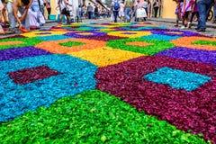Het kleurrijke geverfte tapijt van de zaagselpalmzondag, Antigua, Guatemala Royalty-vrije Stock Foto