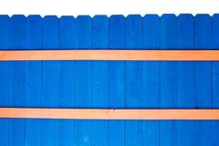 Het kleurrijke heldere blauw bevlekte houten piketomheining Royalty-vrije Stock Foto