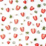 Het kleurrijke heldere die patroon van aardbeien wordt gemaakt, roze nam knoppen toe Stock Foto's