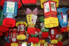 Het kleurrijke kenmerk verfraaide Chinese lantaarns, China Royalty-vrije Stock Fotografie