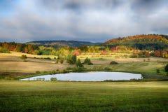 Het kleurrijke Landschap van de Herfst royalty-vrije stock afbeelding