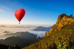 Het kleurrijke luchtballonnen vliegen Royalty-vrije Stock Fotografie