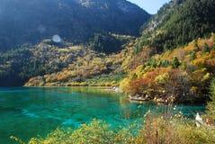 Het Kleurrijke meer van Jiuzhaigou Stock Afbeelding