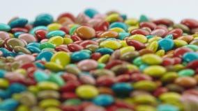Het kleurrijke met een laag bedekte chocoladesuikergoed Roteren Stock Afbeelding