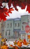 Het kleurrijke Rood verlaat Kadervenster van Stad Stock Fotografie