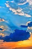 Het kleurrijke schilderen van hemel bij zonsondergang stock afbeelding