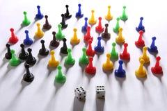 Het kleurrijke spel komt en dobbelt met dubbel zes voor Stock Afbeelding