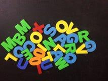 Het kleurrijke stuk speelgoed van alfabetbrieven stock afbeelding