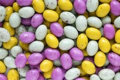 Het kleurrijke suikergoed van de paaseichocolade stock afbeelding