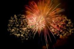 Het kleurrijke vuurwerk toont Royalty-vrije Stock Afbeeldingen