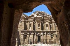 Het Klooster bij de oude plaats van Petra in Jordanië Stock Afbeelding