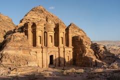 Het Klooster of de Advertentie Deir, één van zeven wonder in de wereld, Petra oude stad in Jordanië royalty-vrije stock foto