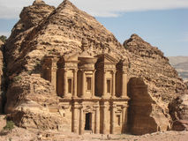 Het klooster of de Advertentie Deir bij Petra. Jordanië stock foto's
