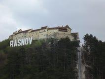 Het klooster Rasnov vormt de stad stock foto's