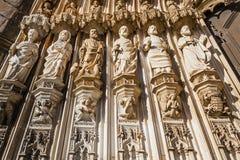 Het Klooster van Batalha, Portugal Standbeelden van de Apostelen op de linkerzijde van het Gotische Portaal Royalty-vrije Stock Fotografie
