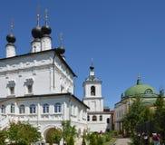 Het Klooster van de Belopesotskydrievuldigheid in Stupino, Zuidoosten van Moskou stock foto's