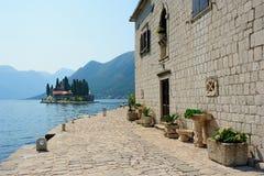Het klooster van de benedictine in Perast Stock Foto's