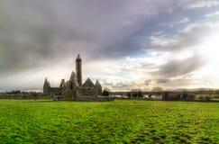 Het klooster van Kilmacduagh Stock Foto's