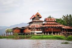 Het klooster van Ngaphe Kyaung op Inle-meer, Myanmar Royalty-vrije Stock Foto