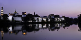 Het Klooster van Novodevichy bij nacht royalty-vrije stock fotografie