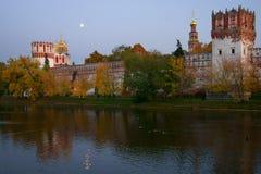 Het Klooster van Novodevichy bij nacht Royalty-vrije Stock Afbeelding
