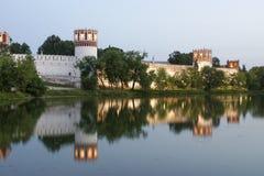 Het Klooster van Novodevichy (bij nacht), Moskou, Rusland Stock Foto