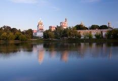 Het Klooster van Novodevichy bij zonsondergang Royalty-vrije Stock Afbeeldingen