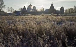 Het Klooster van Pokrovsky in backlight (Suzdal, Rusland). Stock Afbeelding