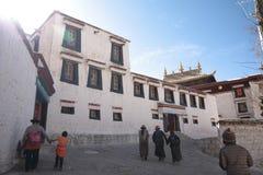Het Klooster van publieks hallof Drepung Stock Afbeeldingen