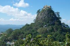 Het Klooster van Taungkalat op Popa Mount in Bagan, Myanmar Stock Foto