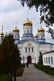 Het Klooster van Tikhvinbogorodichny Uspensky is Orthodox m van vrouwen Stock Afbeeldingen