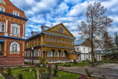 Het Klooster van Tikhvinbogorodichny Uspensky is Orthodox m van vrouwen Stock Foto