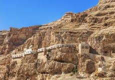 Het klooster van Verleiding op de berg Carental, Jericho, Judean-woestijn royalty-vrije stock foto's