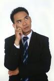Het knappe aantrekkelijke jonge Aziatische zakenman denken Stock Afbeeldingen
