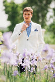 Het knappe elegante mens lopen royalty-vrije stock foto