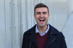 Het knappe mens luid lachen uit royalty-vrije stock afbeeldingen