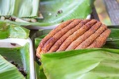 Het knapperige Varkensvlees, Varkensvleesbuik wordt genomen gebraden tot de chips in stukken hakten Royalty-vrije Stock Foto's