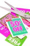 Het knippen van coupons royalty-vrije stock foto's