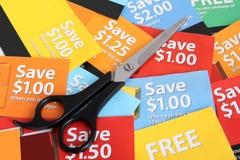 Het knippen van de coupon stock foto's