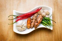Het knoflookcayennepeper van de hazelnoot groene Spaanse pepers en kurkuma Stock Afbeeldingen