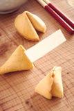 Het koekje van het fortuin met leeg bericht stock foto