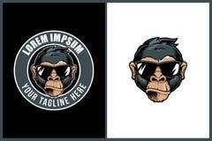 Het koele hoofd van het aapbeeldverhaal met sunglass vectorkenteken om embleemmalplaatje vector illustratie