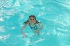 Het koelen weg in zwembad Royalty-vrije Stock Fotografie