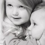 Het koesteren van mijn meisje Stock Afbeelding