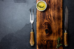 Het koken achtergrondconcept Uitstekende scherpe raad met bestek Hoogste mening Stock Foto's