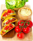 Het koken burritos Stock Foto's