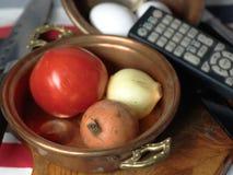 Het koken en het Letten op TV stock afbeelding