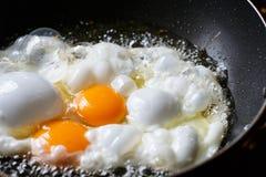 Het koken gebraden het voedseldetail van de eiclose-up Stock Foto