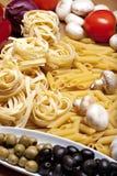 Het koken met Italiaanse ingrediënten Stock Foto
