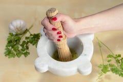 Het koken met mortier Stock Fotografie